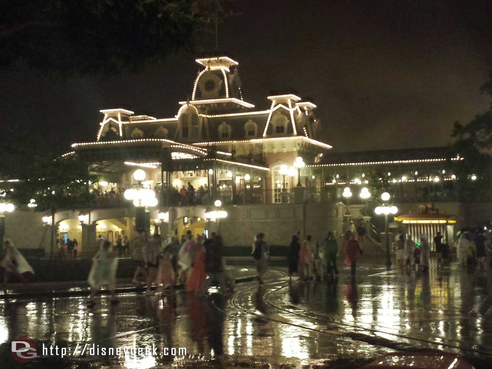 Raining fairly steady in Town Square.. will it let up for Celebrate the Magic in 10 min