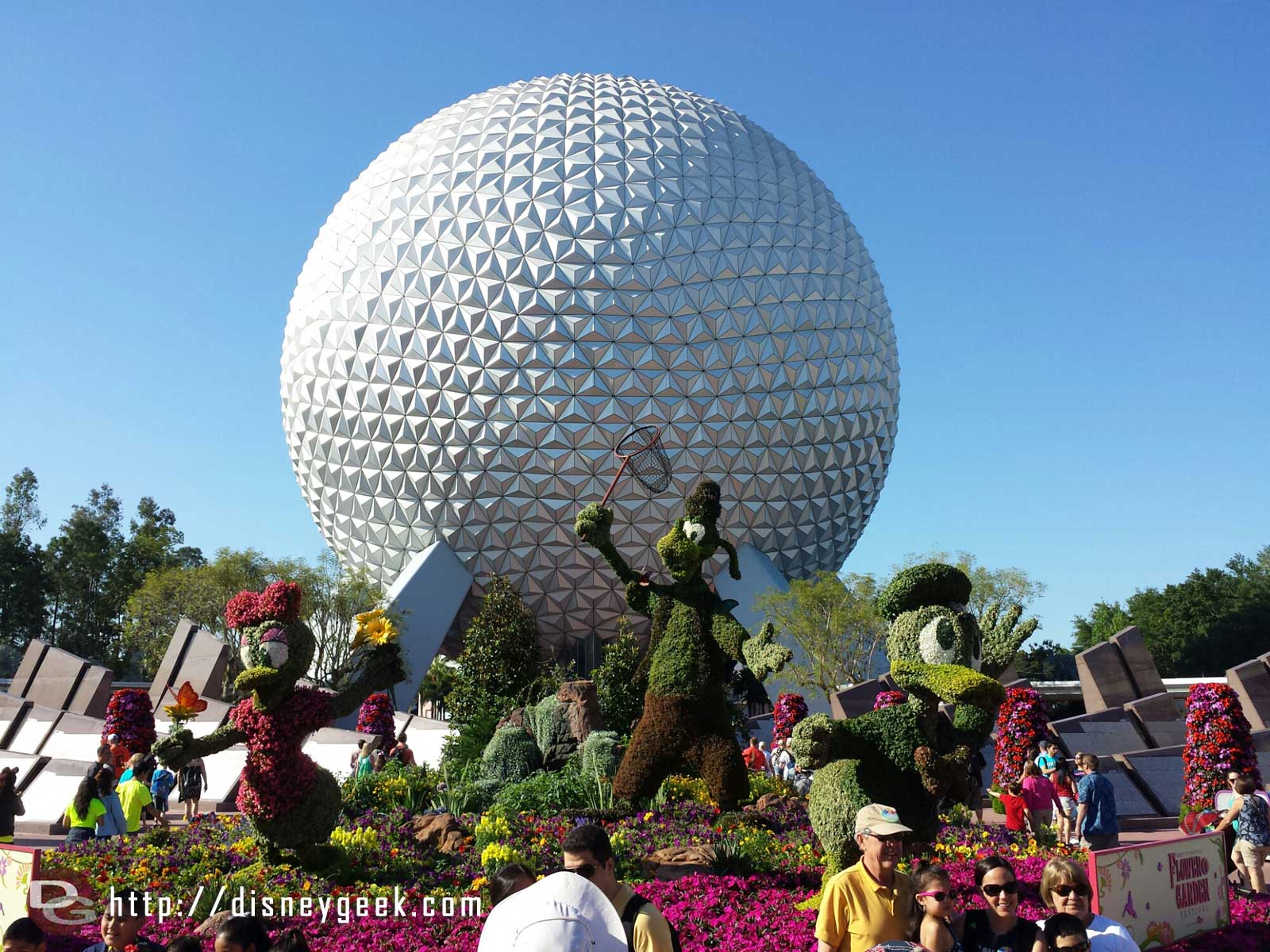 A great morning at Epcot.  The entrance topiary display –  Epcot International Flower & Garden Festival