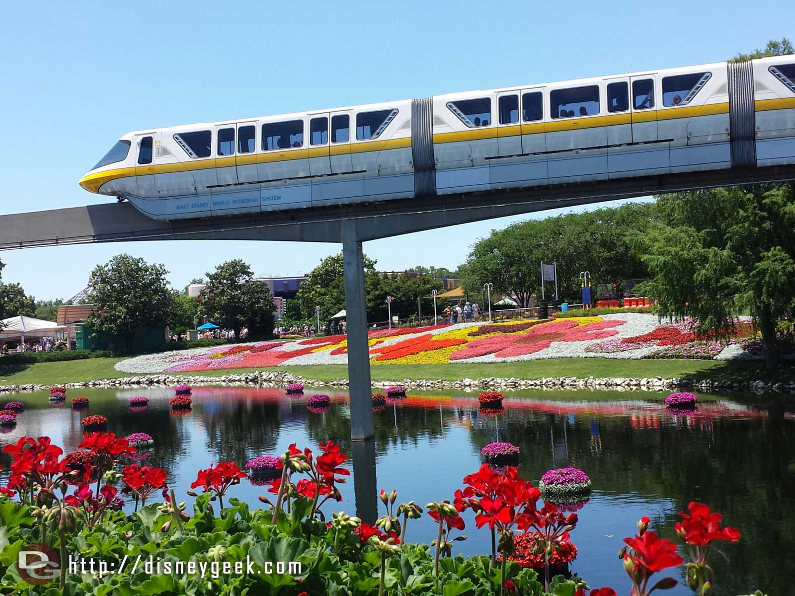 Monorail yellow passing by    –  Epcot International Flower & Garden Festival