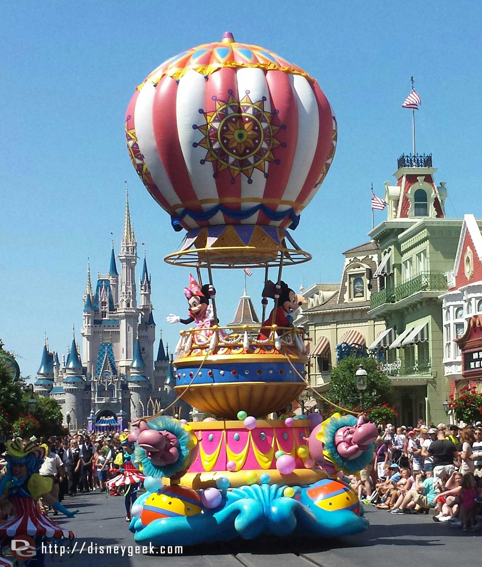 Mickey and Minnie closing Festival of Fantasy Parade at the Magic Kingdom #WDW