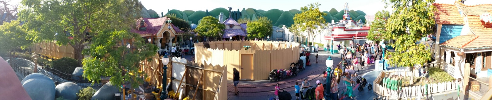 A panoramic pic from the Miss Daisy in #Toontown #Disneyland