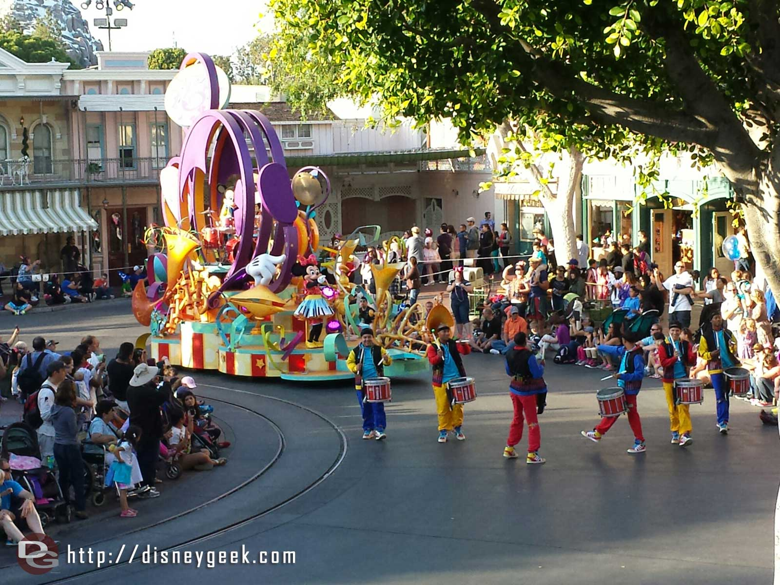 Sounsational in Town Square #Disneyland