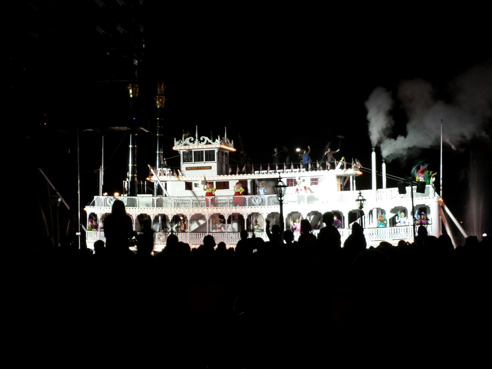 The Mark Twain sailing by #Fantasmic!