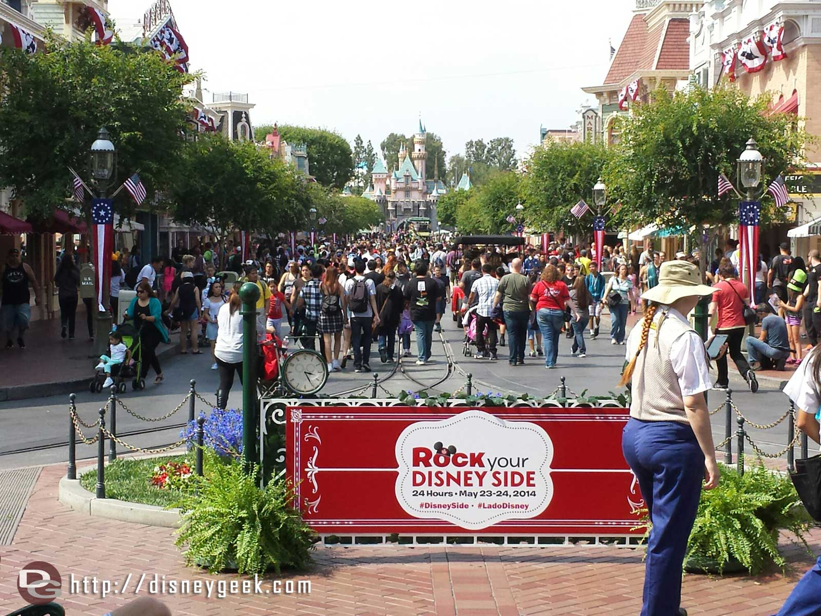#Disneyland Main Street USA I count seven vehicles running this afternoon #Disney24  #DisneySide