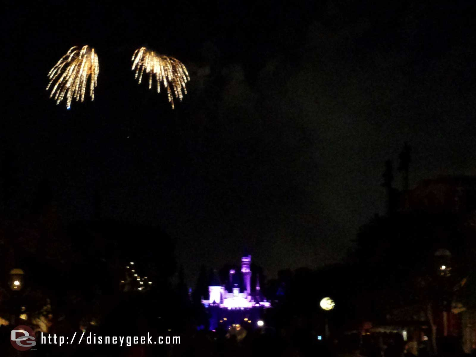Dumbo did not fly during Magical tonight.  Tinkerbell did for the opening.