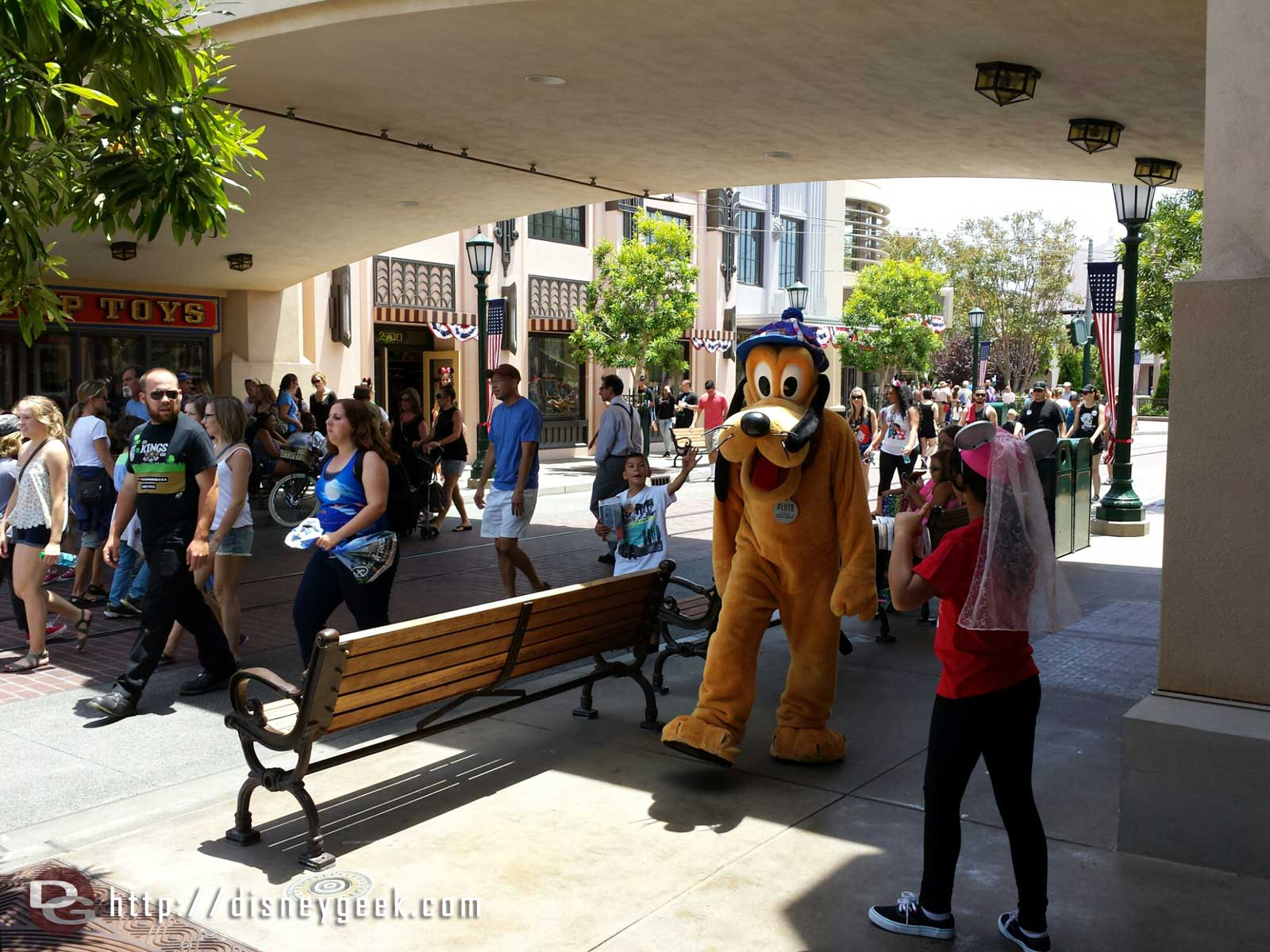 Pluto strolling by on #BuenaVistaStreet