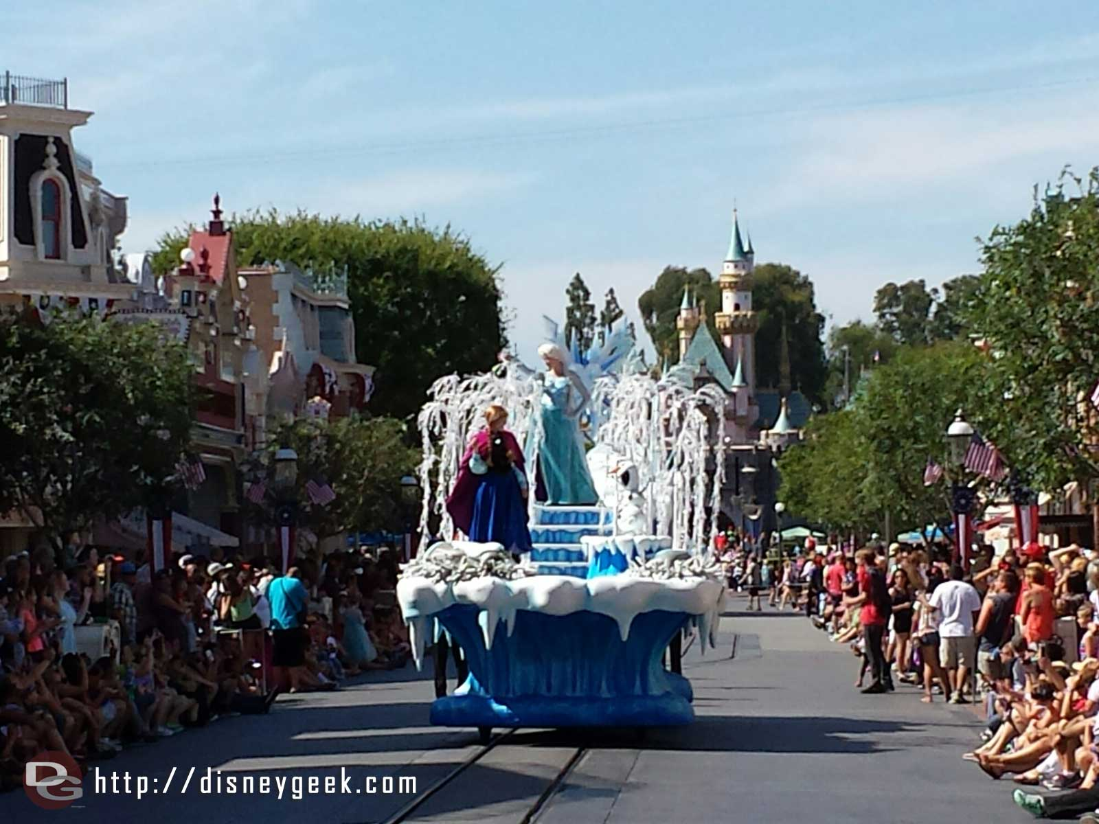 #Frozen pre-parade on Main Street USA, note it only runs before the 4pm parade