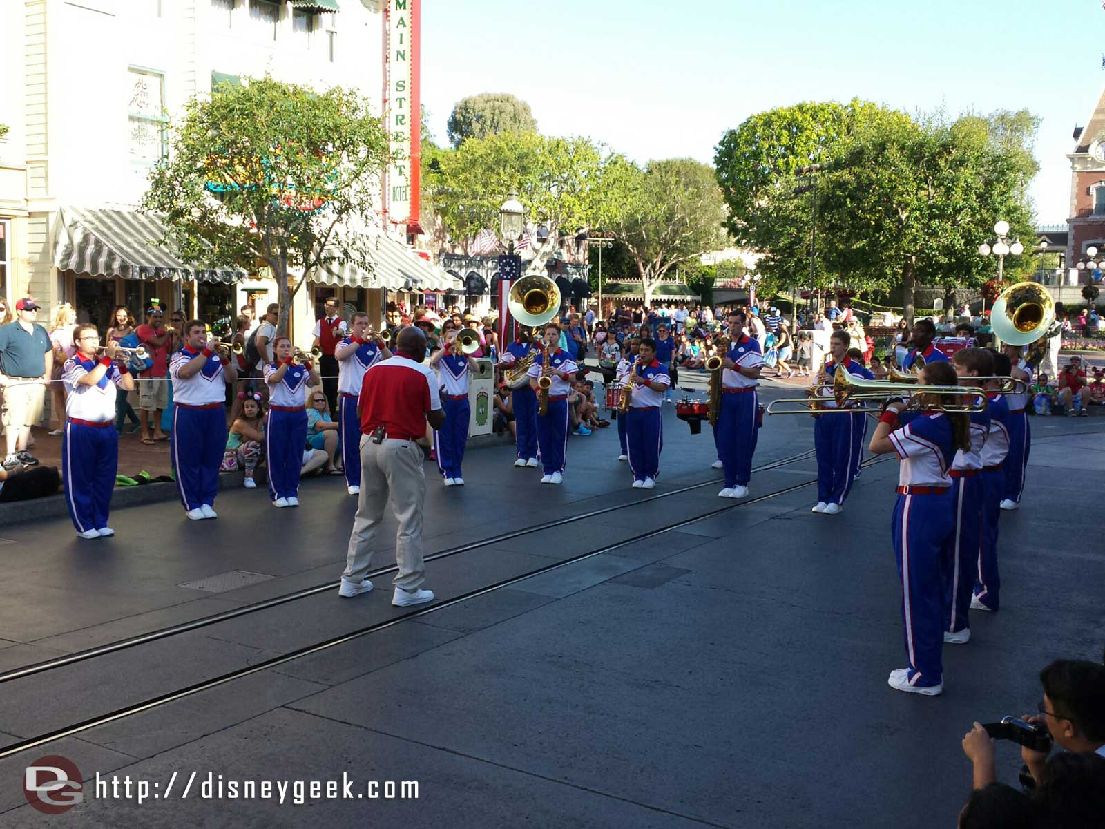 "#Disneyland 2014 All American College Band pre parade ""stop 1"""