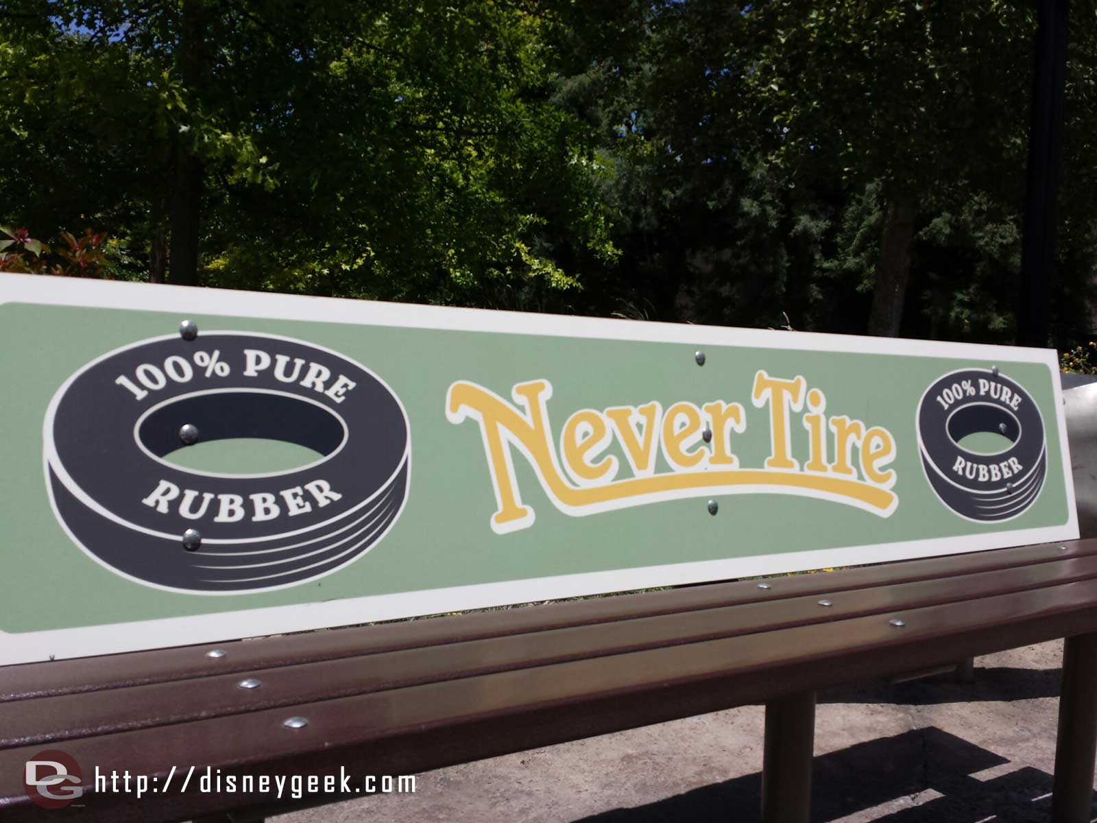 Never Tire bench #CarsLand