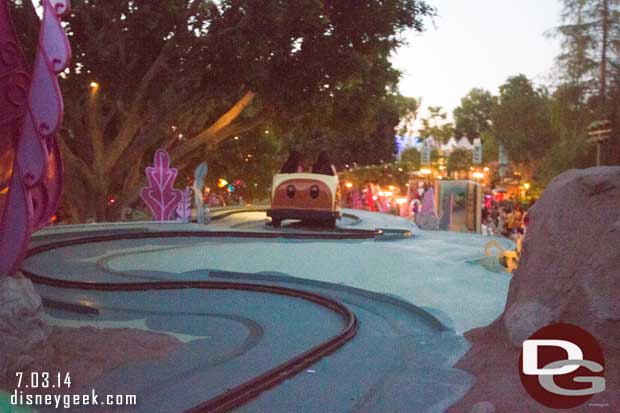 Alice in Wonderland – Outdoor Track Comparison Picture (from on the ride)