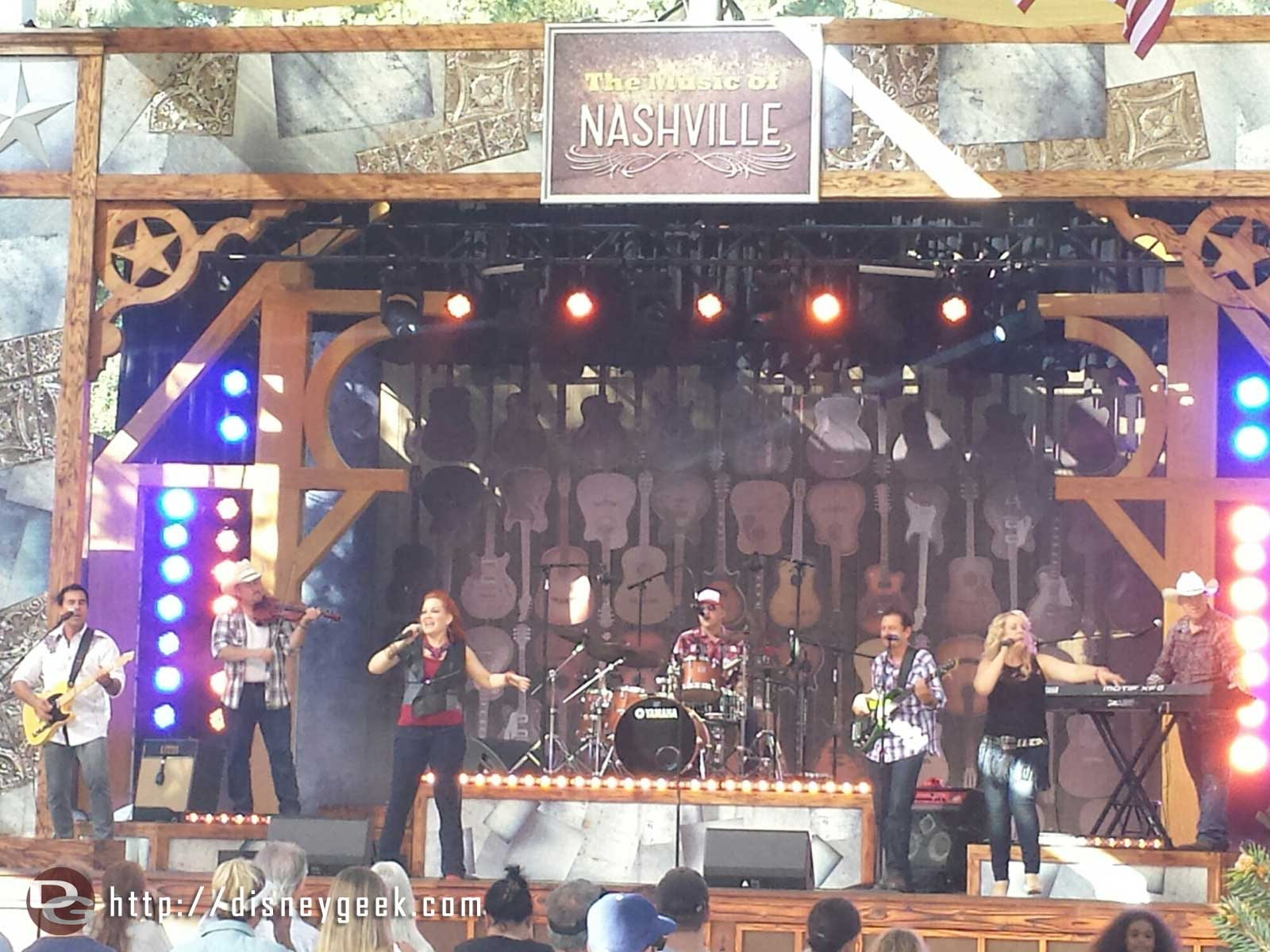 Smith & Wilkes performing the Music of Nashville  at the Big Thunder Ranch Jamboree #Disneyland