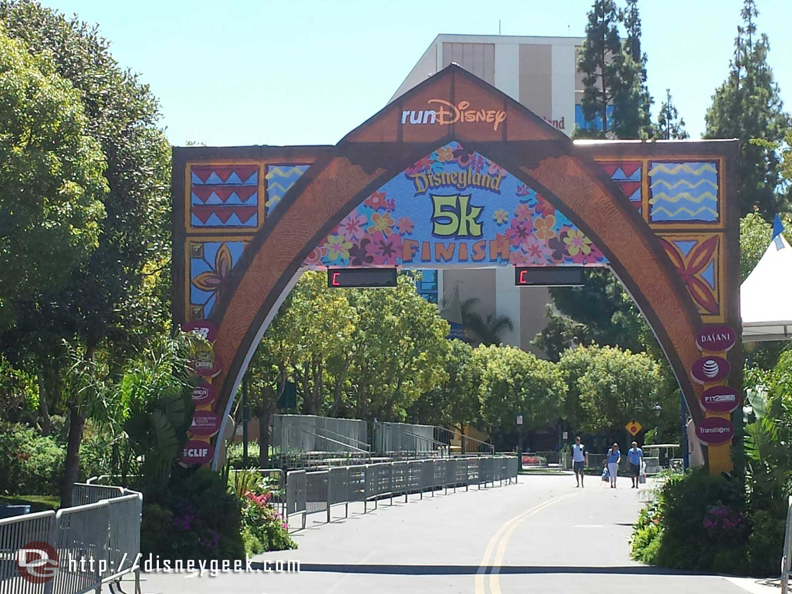 It is race weekend at the #Disneyland Resort with 5k, 10k & 1/2 marathons. This is the 5k finish line.