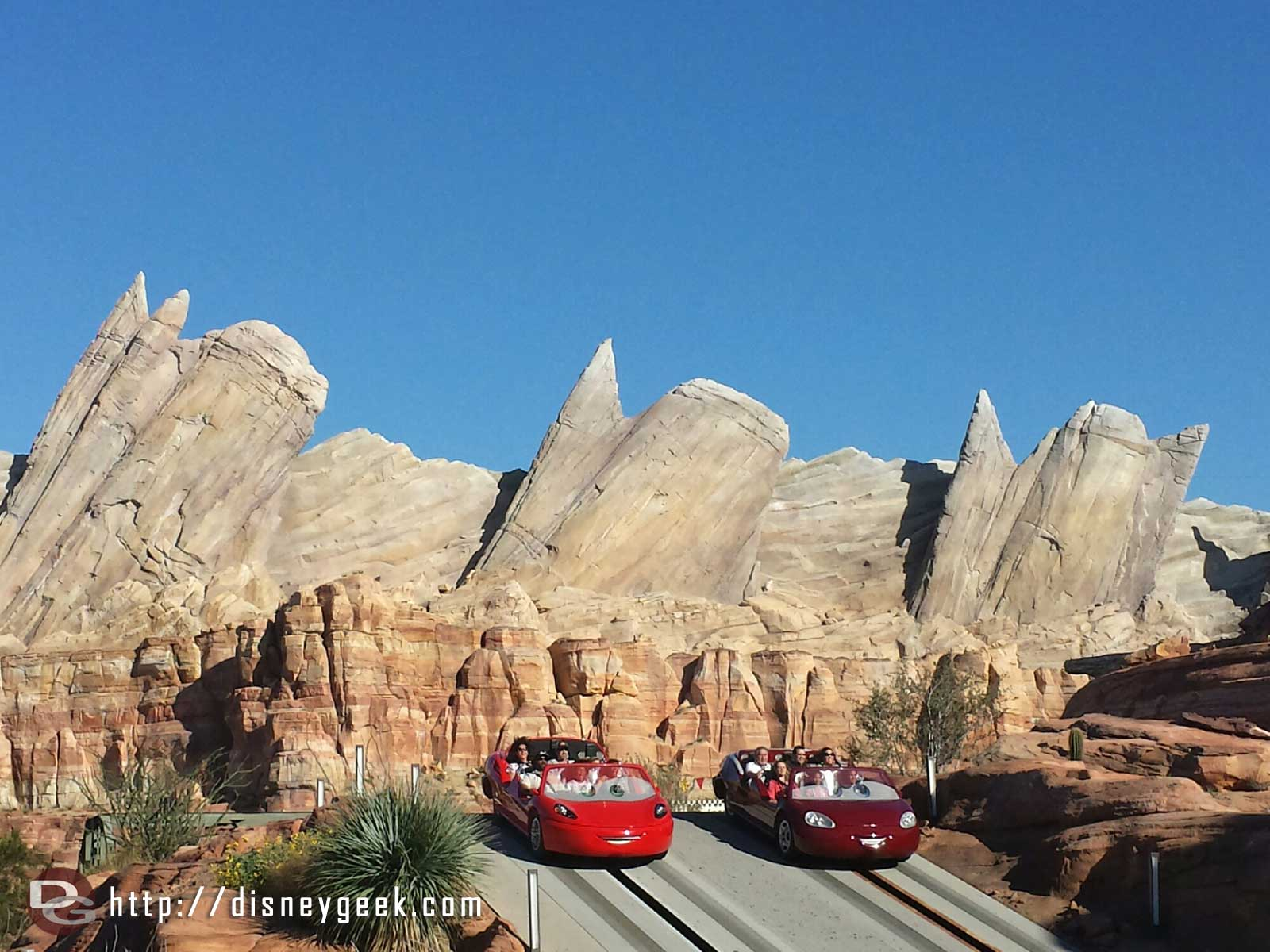 Radiator Springs Racers – Cadillac Range – Ornament Valley #CarsLand