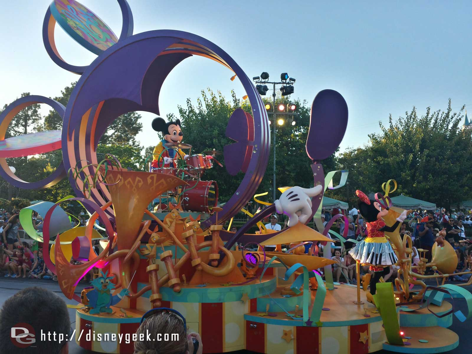 Mickey's Soundsational Parade entering the hub #Disneyland