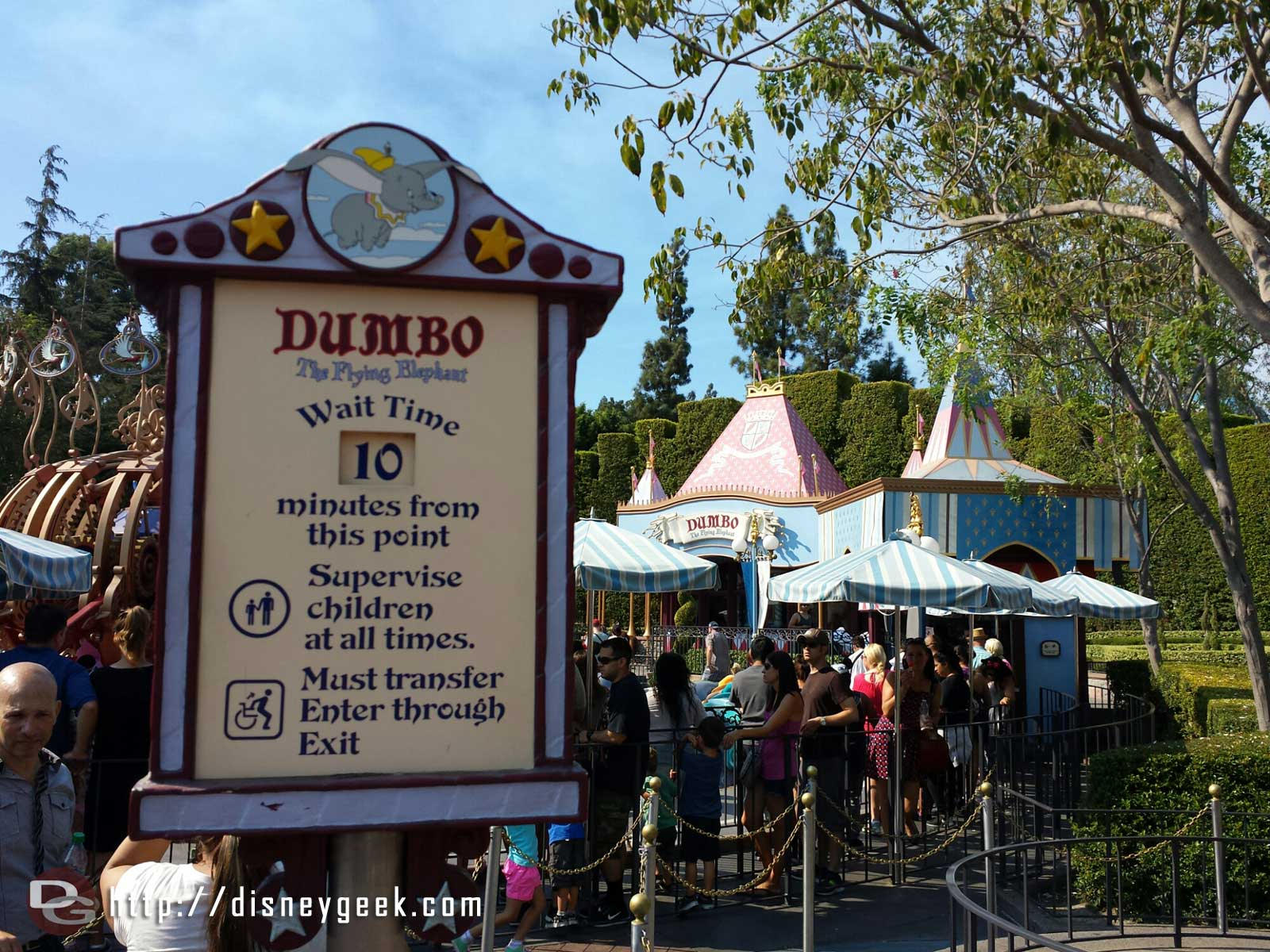 Dumbo is only a 10 min wait this afternoon #Disneyland