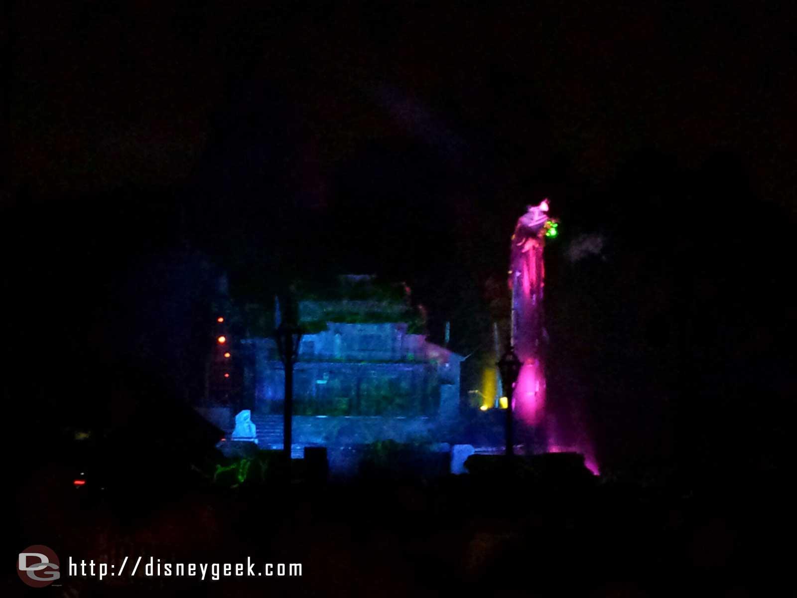 No dragon in #Fantasmic tonight #Disneyland