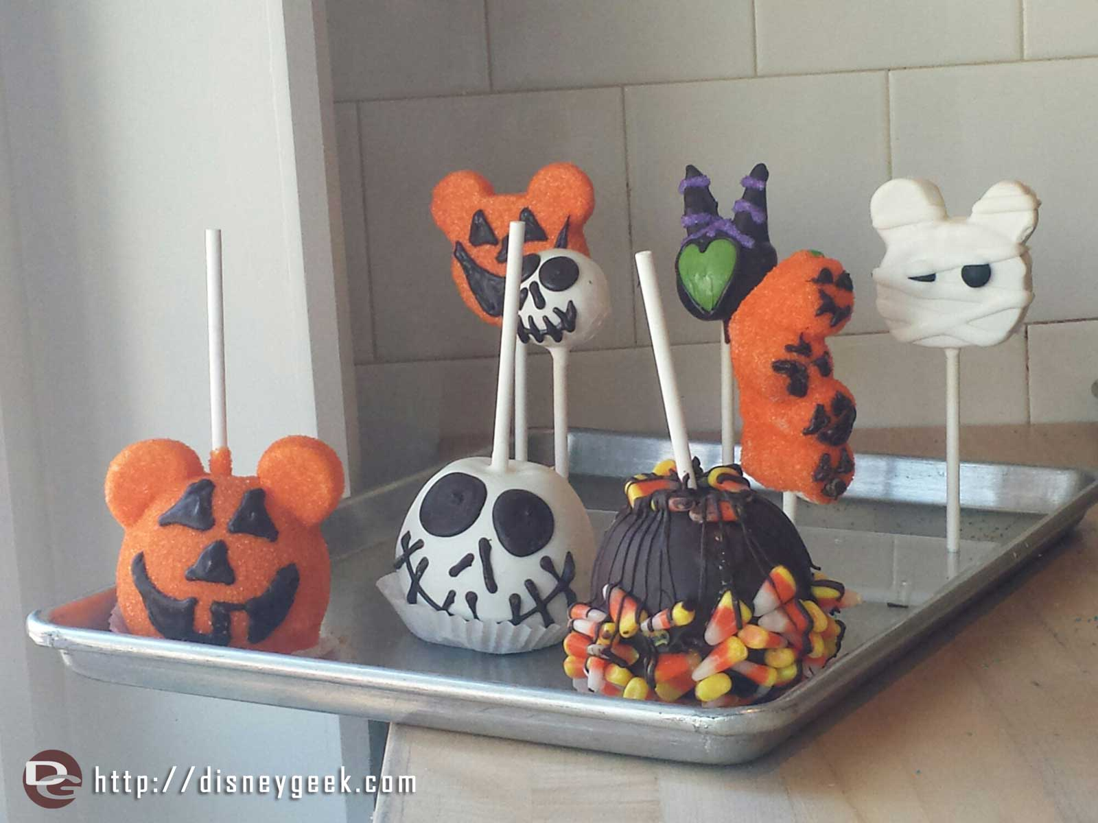 Halloween treats at Trolley Treats #BuenaVistaStreet