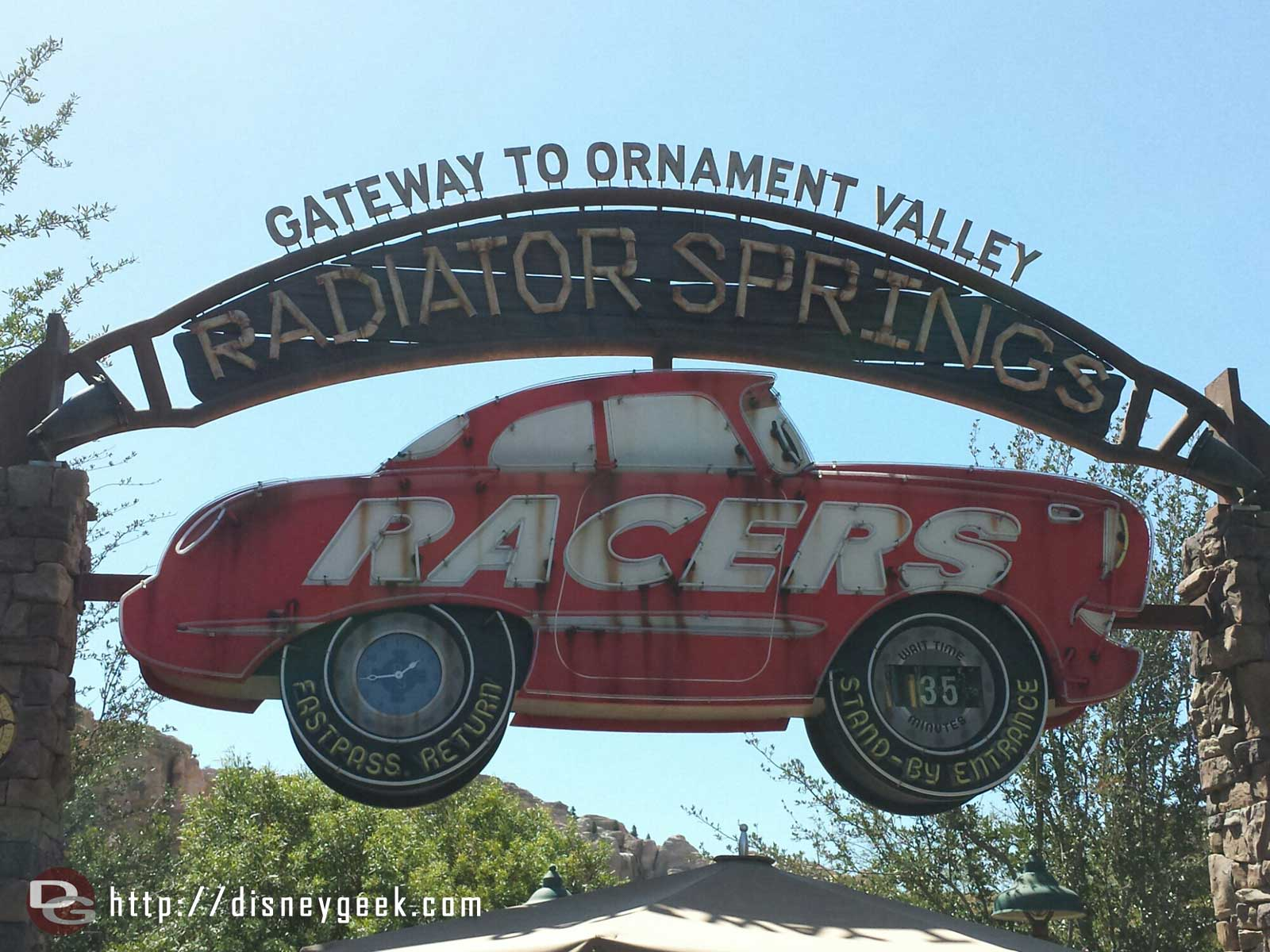 A posted 35min wait for Radiator Springs Racers #CarsLand
