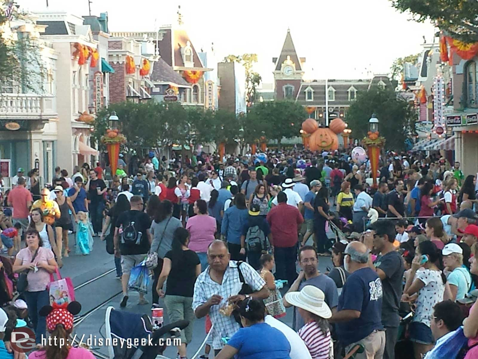 #Disneyland Main Street USA as the evening crowds are arriving and preparing for Soundsational