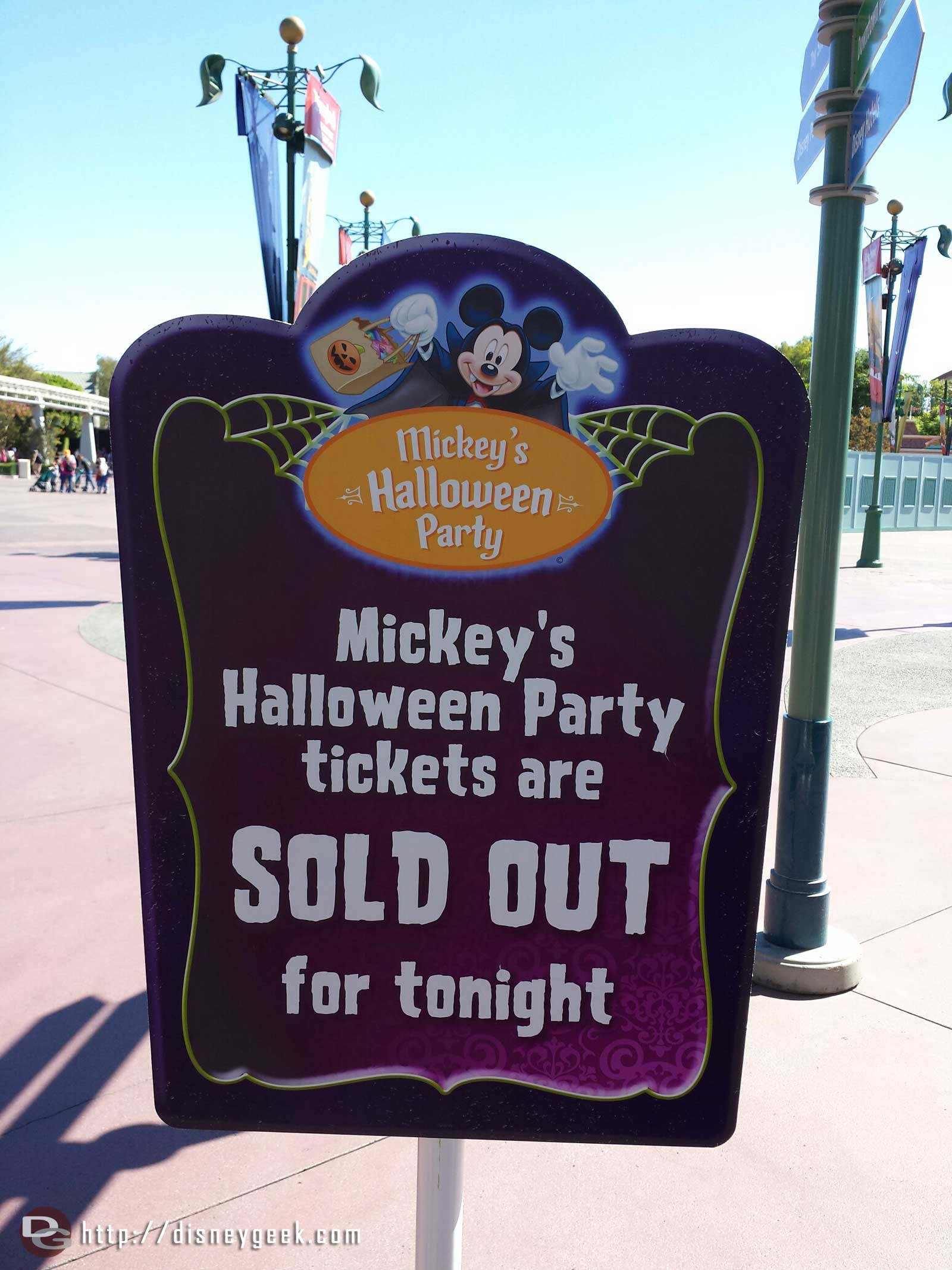 FYI Tonight's Mickey's Halloween Party is sold out #Disneyland