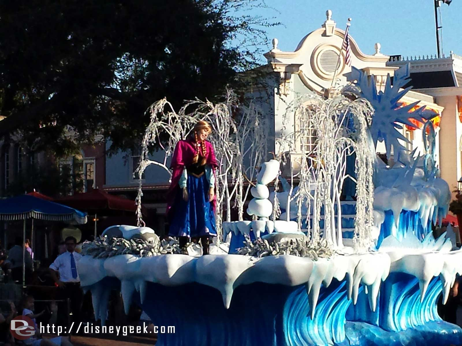 #Frozen preparade rolling by featuring Anna, Elsa, and Olaf #Disneyland