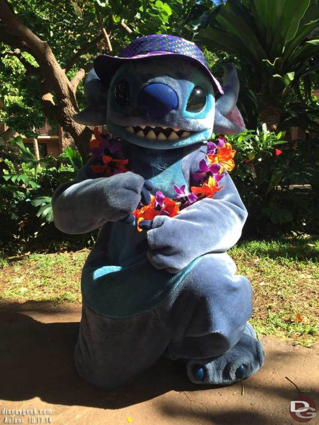 Aulani - Stitch out taking pictures