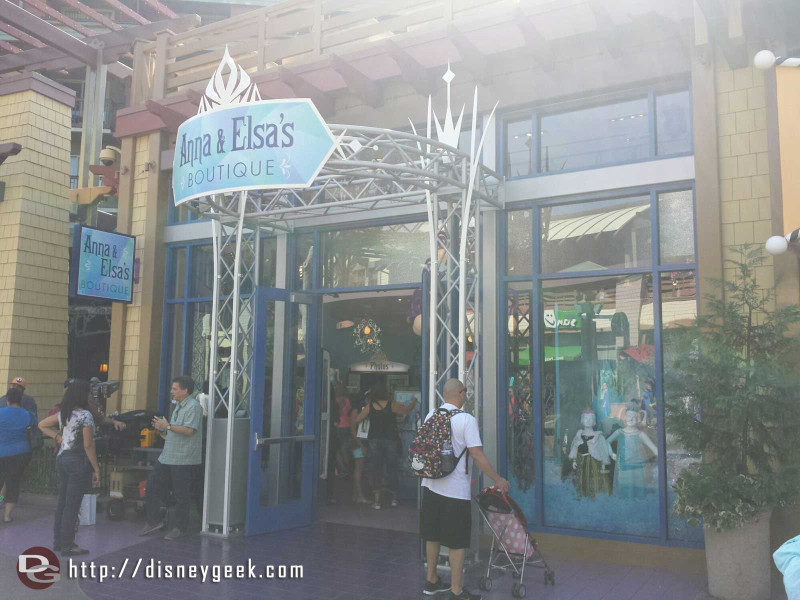 Anna & Elsa's Boutique is now open in @DisneylandDTD