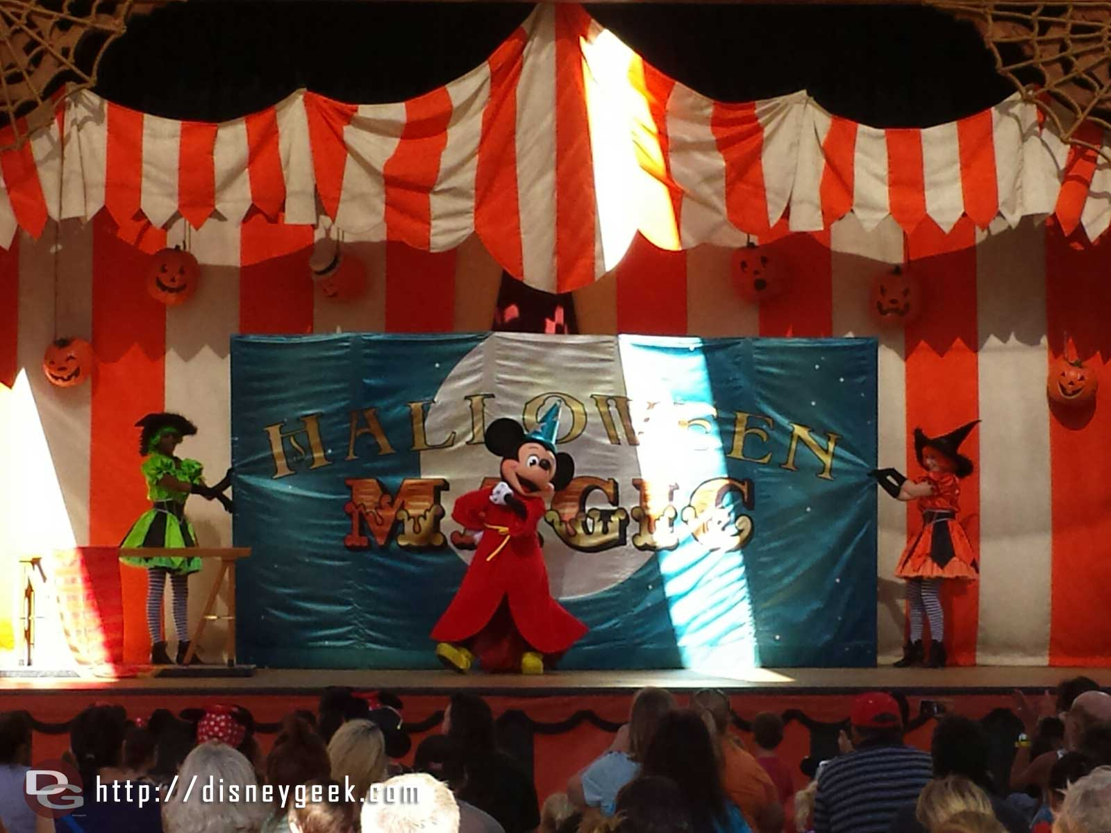 Sorcerer Mickey ending the Magic Show at the Big Thunder Ranch Jamboree Halloween Carnival #Disneyland