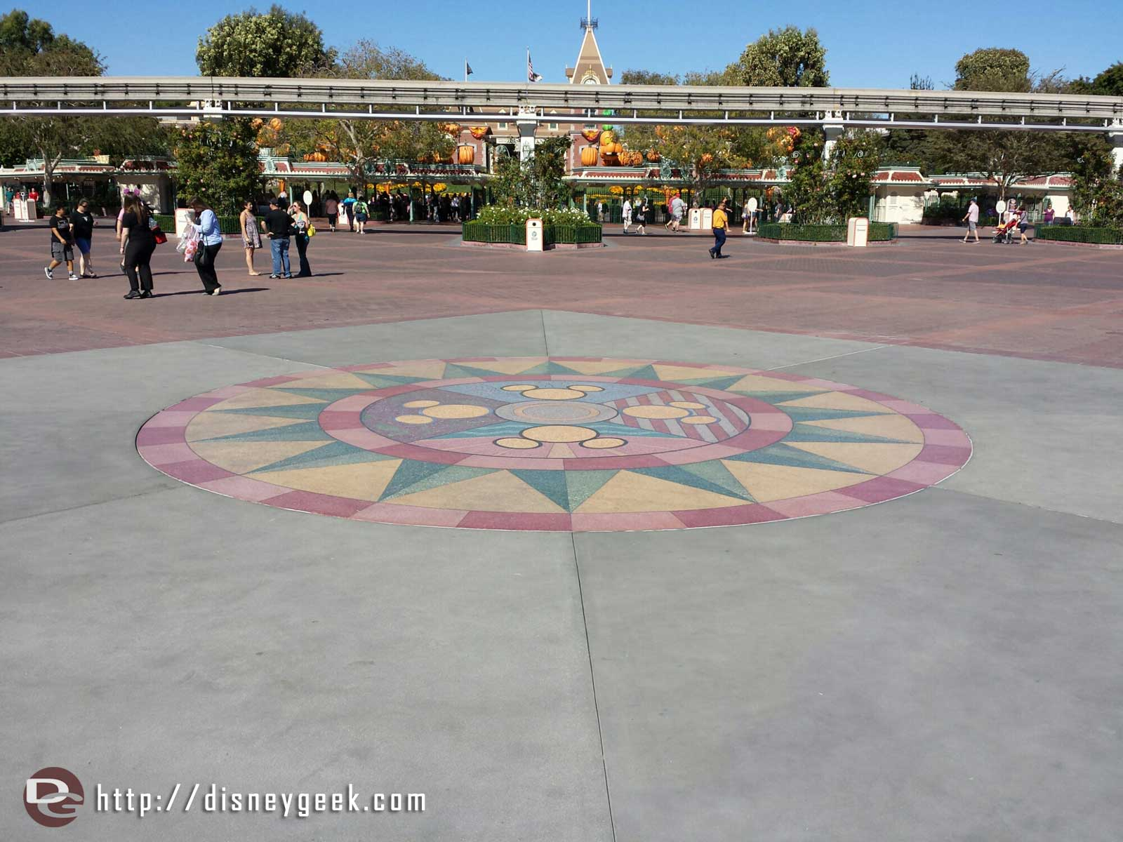 The work on the esplande between the parks has wrapped up.  It features plain concrete around the compass now.