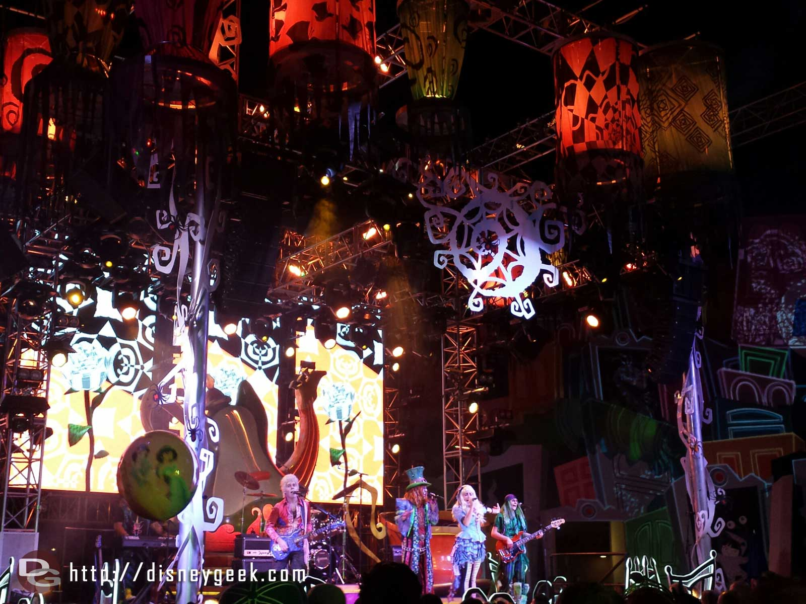 Stopped by yhe #MadTParty while the band was performing