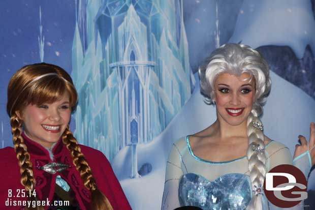 Disney Fanasy - Anna & Elsa meeting guests
