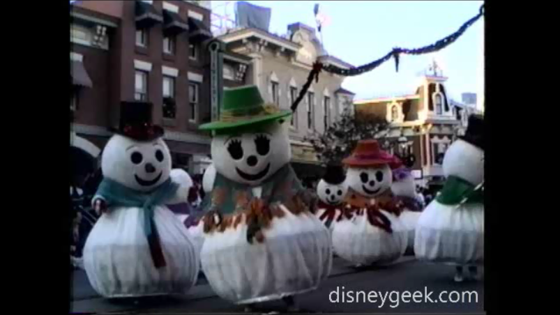 "#TBT 1993 #Disneyland ""Very Merry Christmas Parade"" Clip – Snow People, Snow Flakes and Mickey & Minnnie"