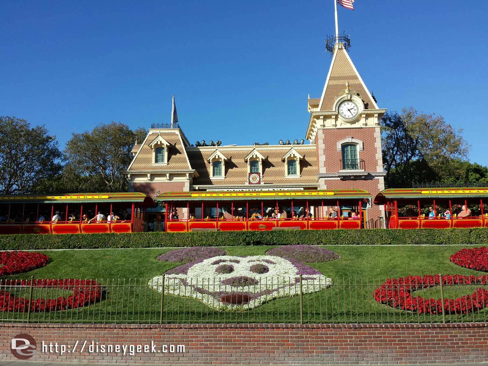 1st stop today, #Disneyland. The floral Mickey had no guests in the way as I walked in