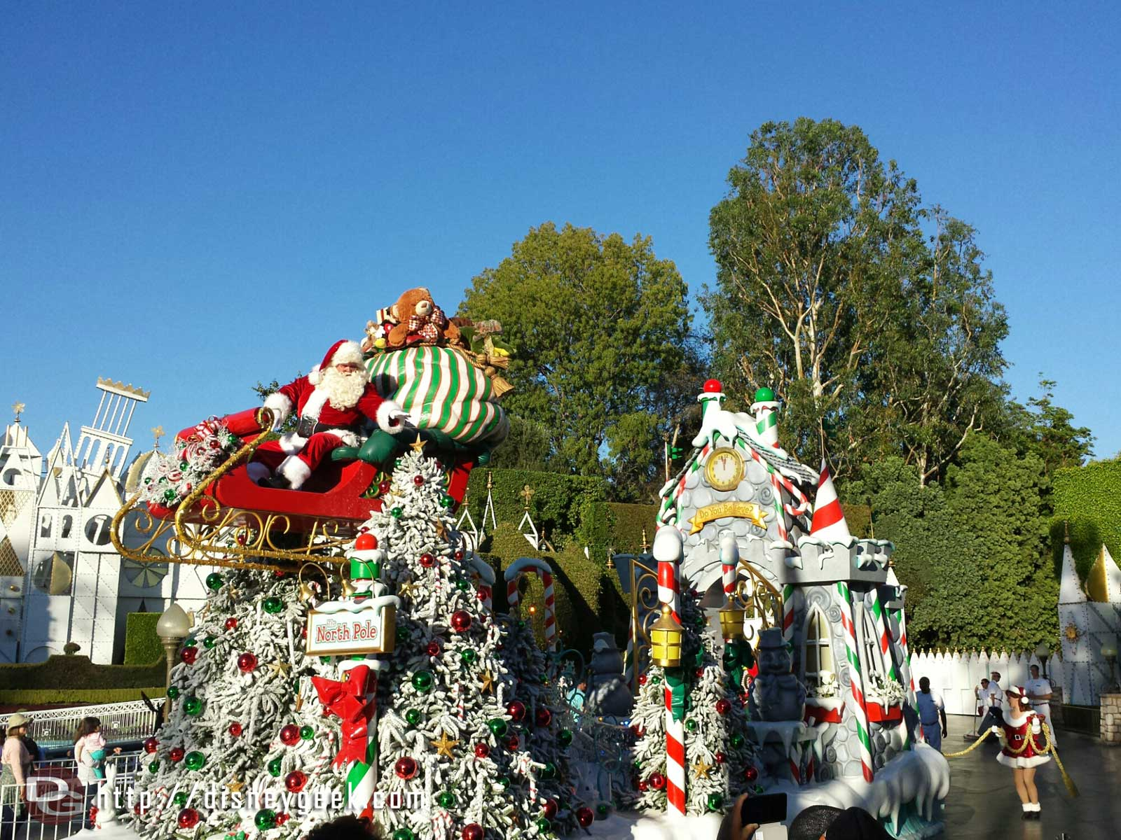Santa closing out the Christmas Fantasy Parade #Disneyland