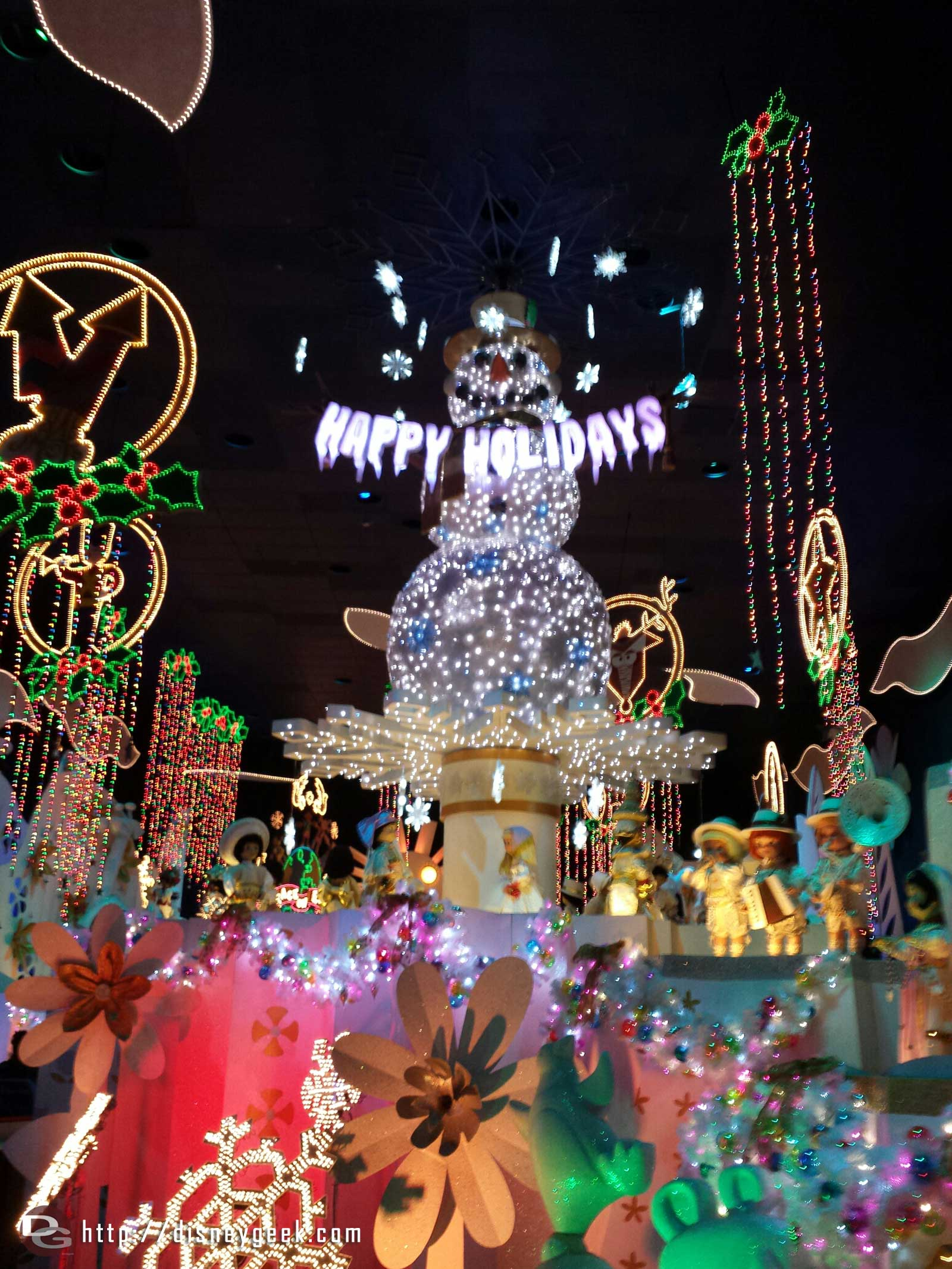 It's a small world holiday finale room #Disneyland