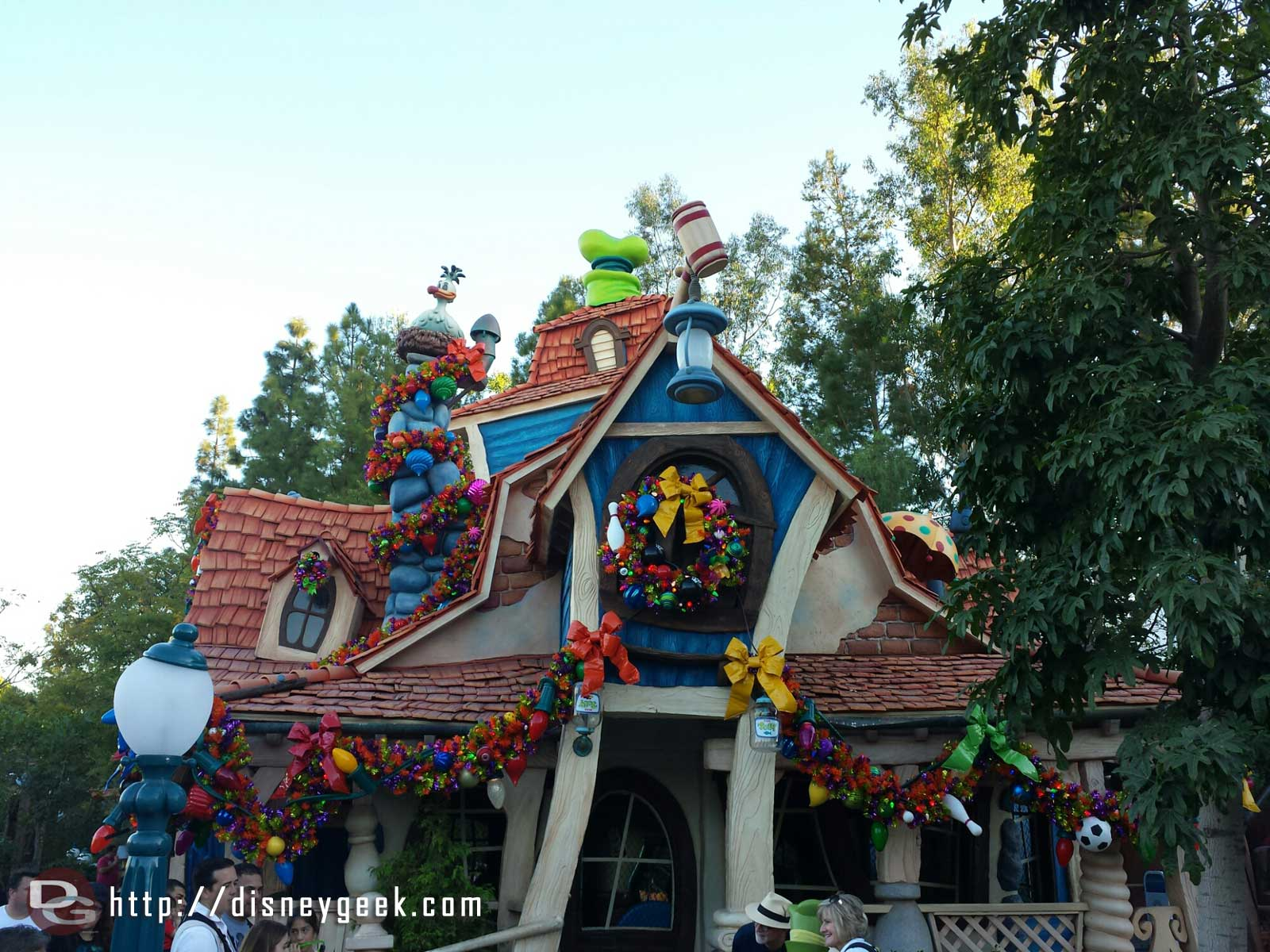 Goofy's House and the rest of Toontown are decorated for Christmas #Disneyland