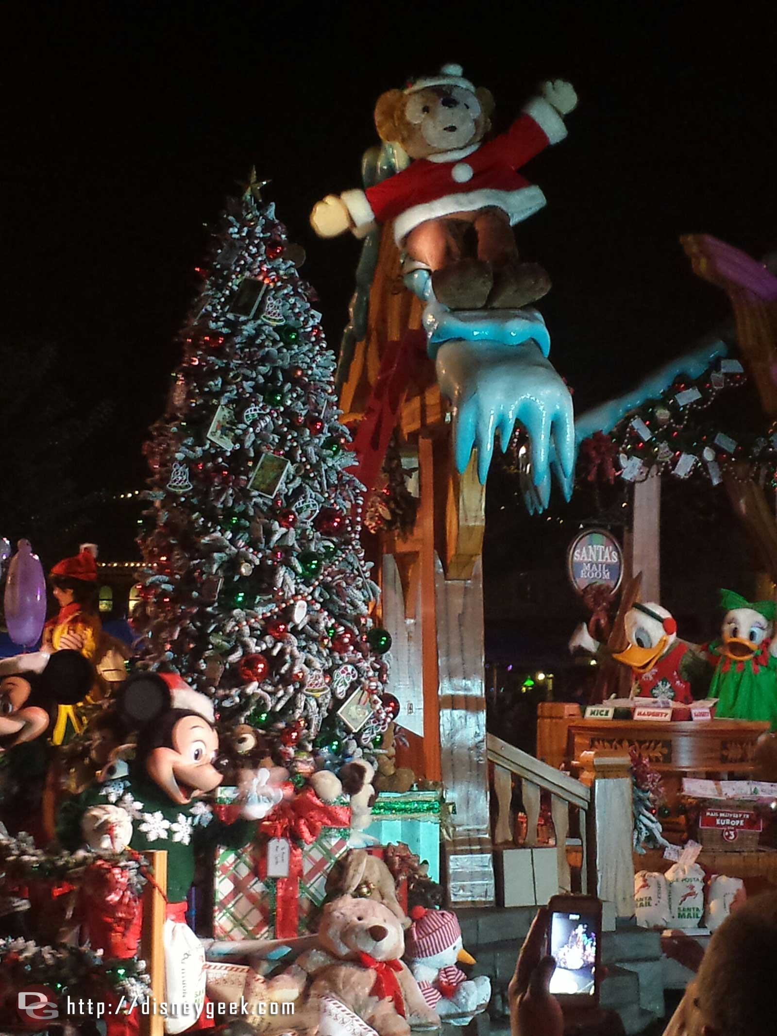 A Christmas Fantasy Parade – Duffy shares the mailroom float with Mickey, Minnie, Donald and Daisy #Disneyland
