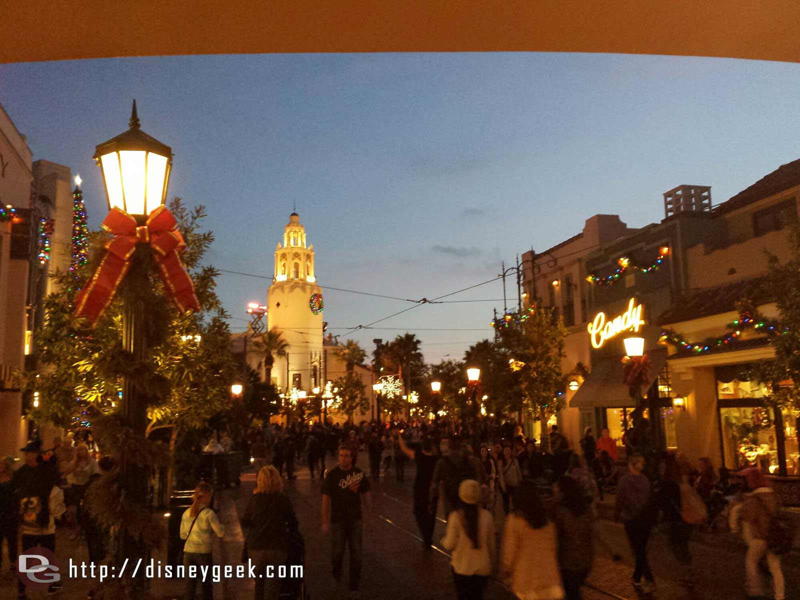 Looking toward Carthay Circle on #BuenaVistaStreet