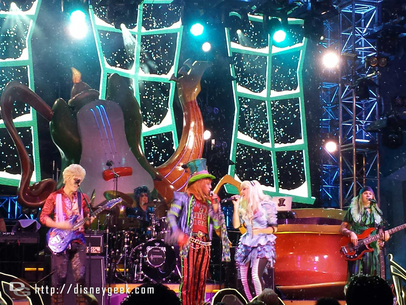 The #MadTParty Band sets have snowfall finales now