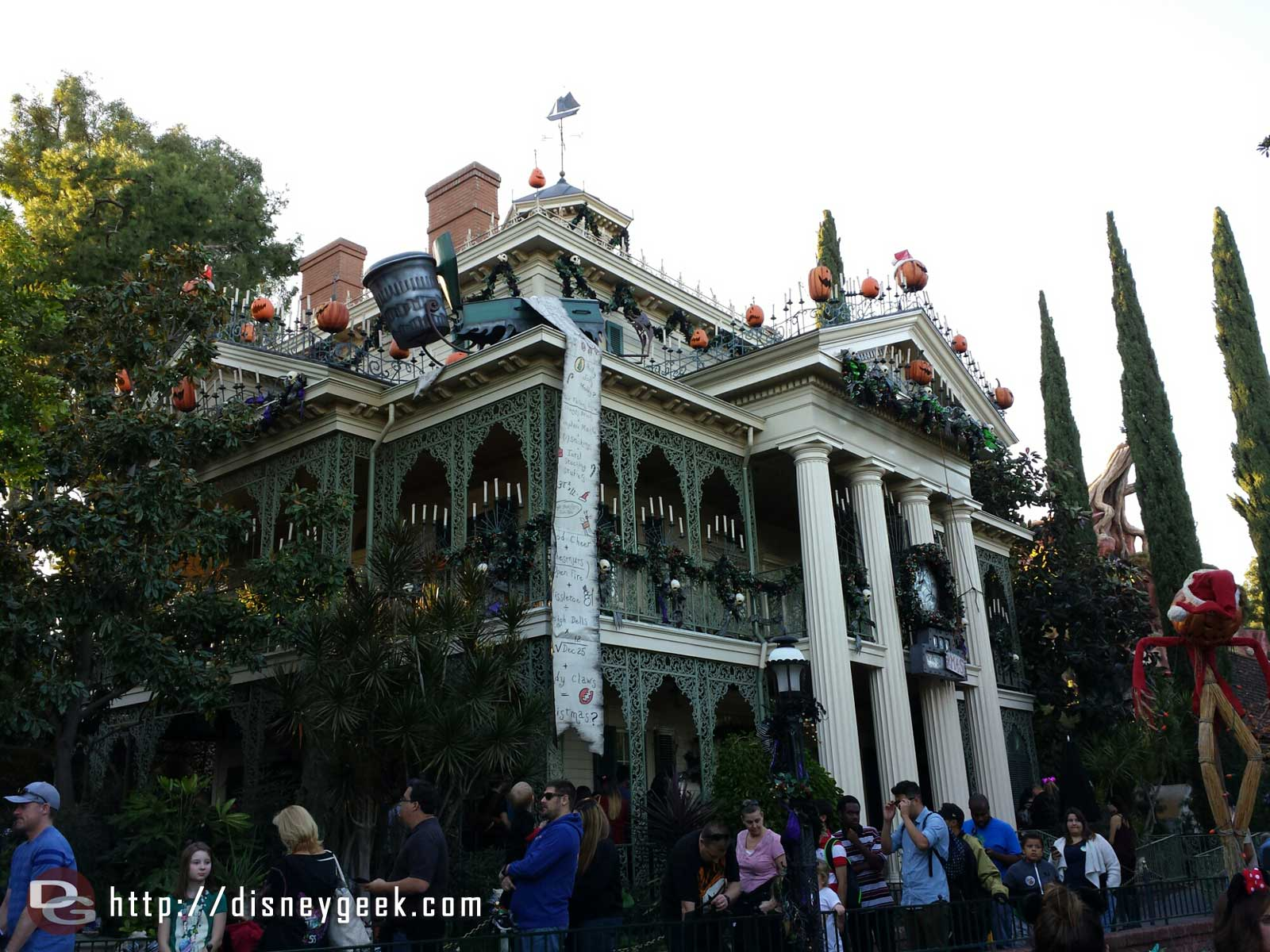 Time to visit the Haunted Mansion Holiday #Disneyland