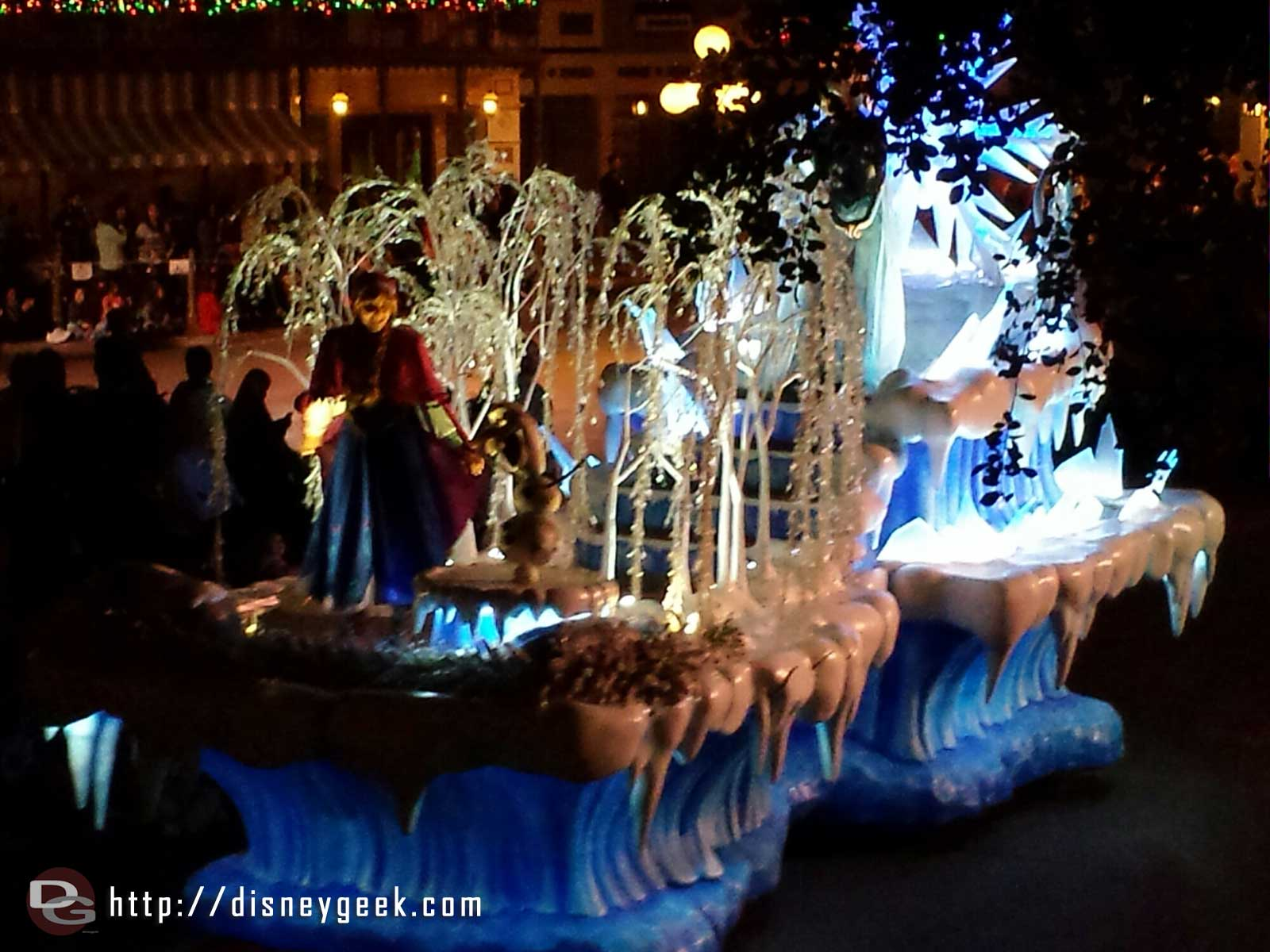 A Christmas Fantasy Parade – #Frozen float passing through Town Square #Disneyland