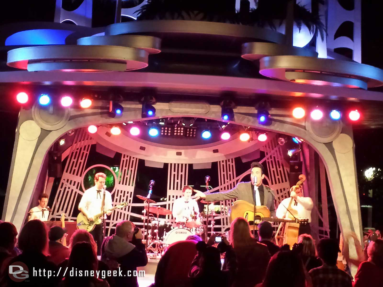 Elvis, Scot Bruce, is at the Tomorrowland Terrace tonight  #Disneyland