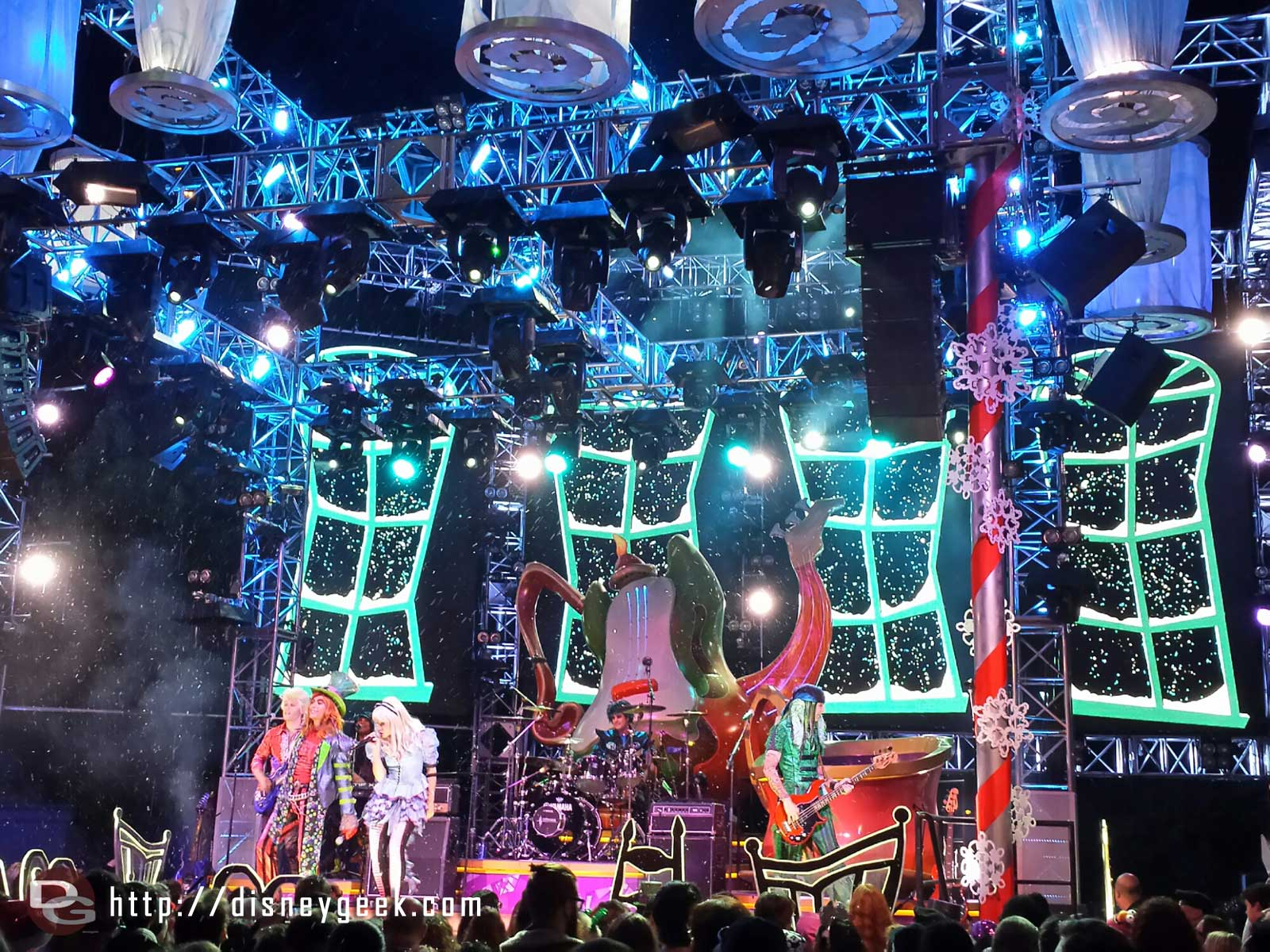 Snow at the #MadTParty to conclude their set