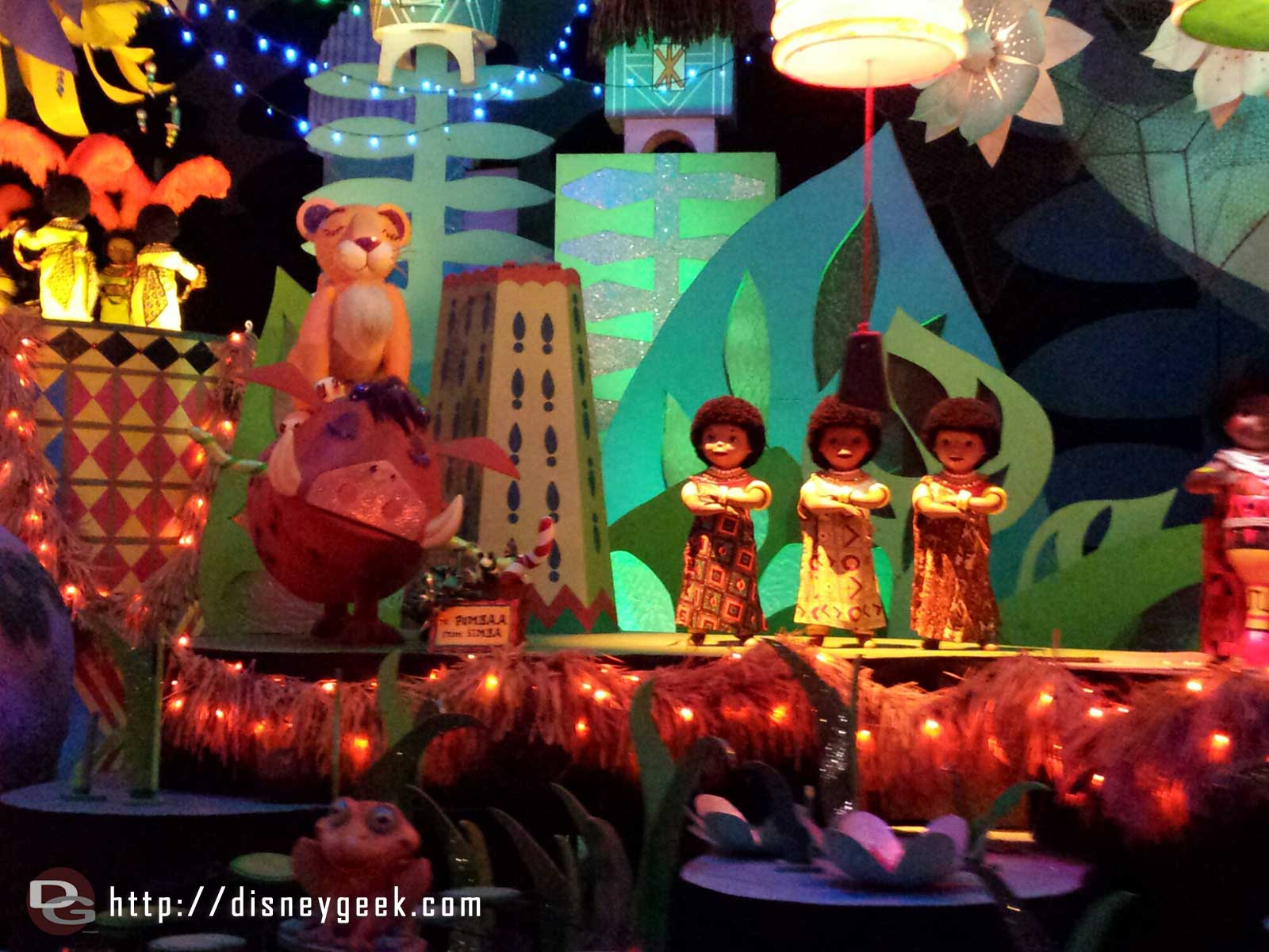 Small World Holiday – Simba & Pumba