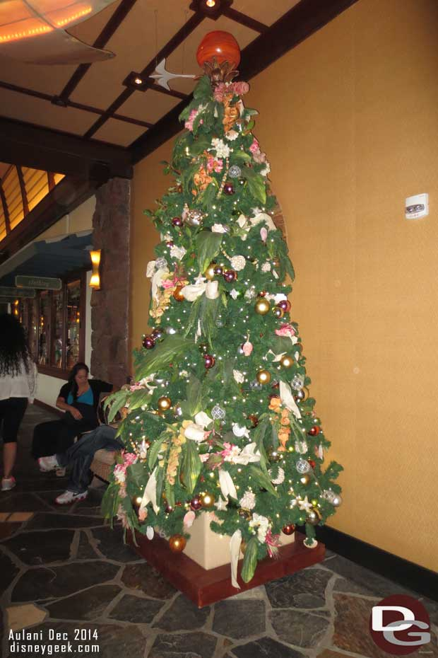 Mele Kalikimaka – #Aulani Christmas Decorations (Guest Photo Blog)