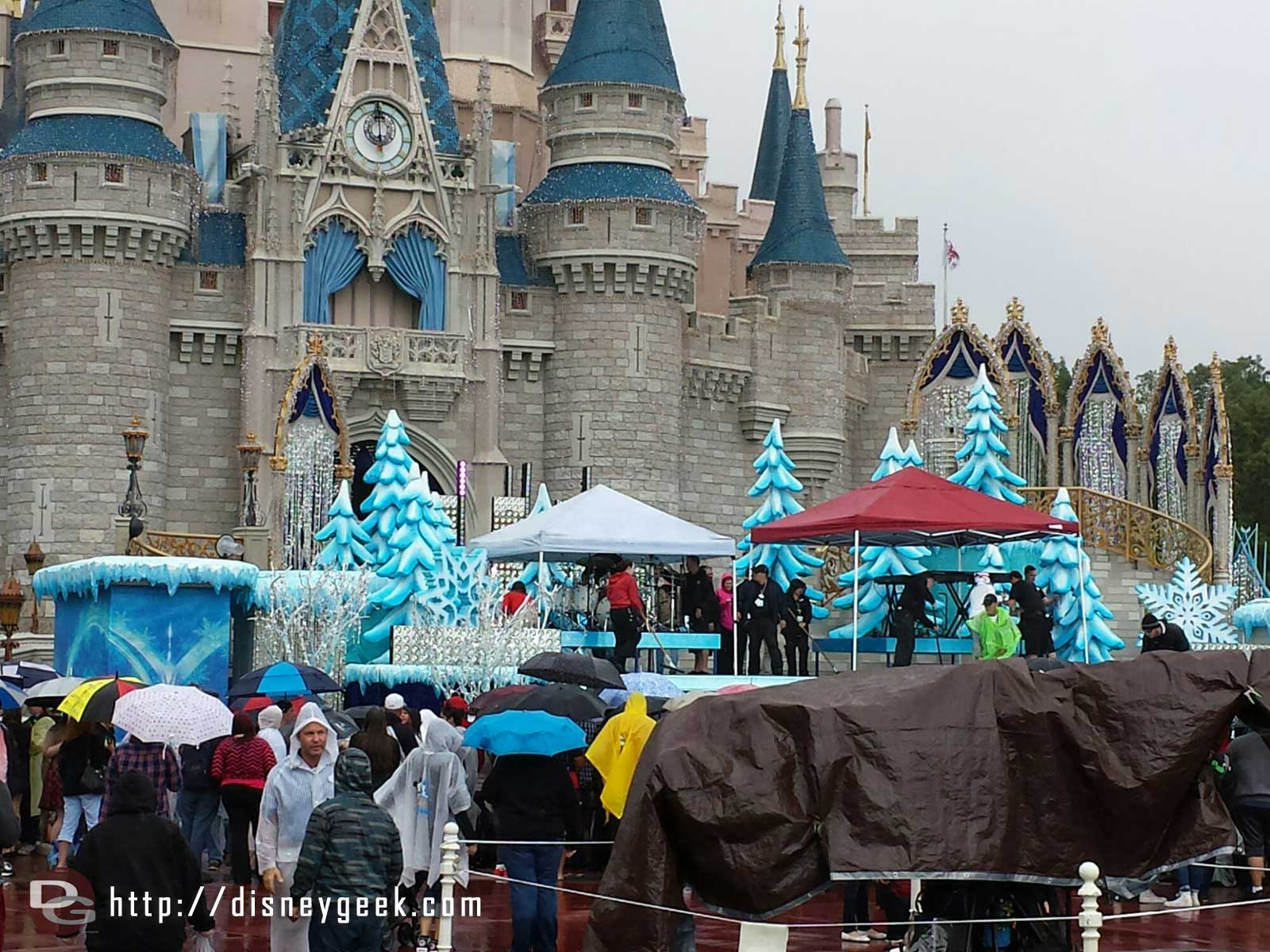 They are prepping the stage for the next performance #Frozen Christmas Celebration