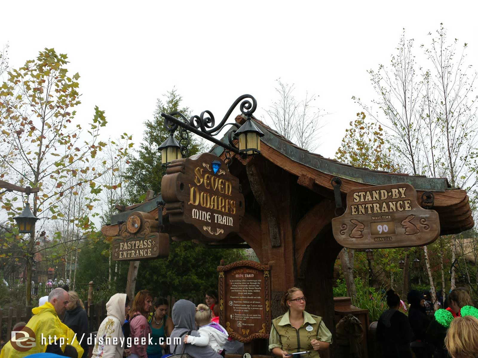 Even with the cool and rainy weather wait times are not short, Mine Train 90, Frozen sisters 115