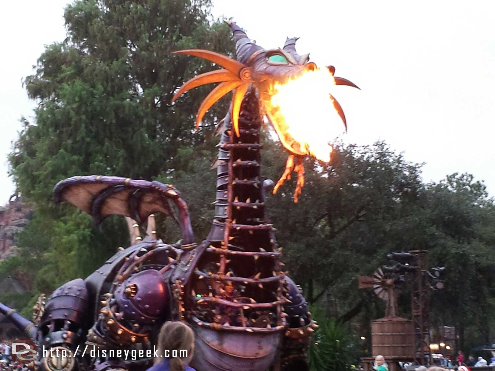 Maleficent with a mouth full of fire – Festival of Fantasy – #WDW