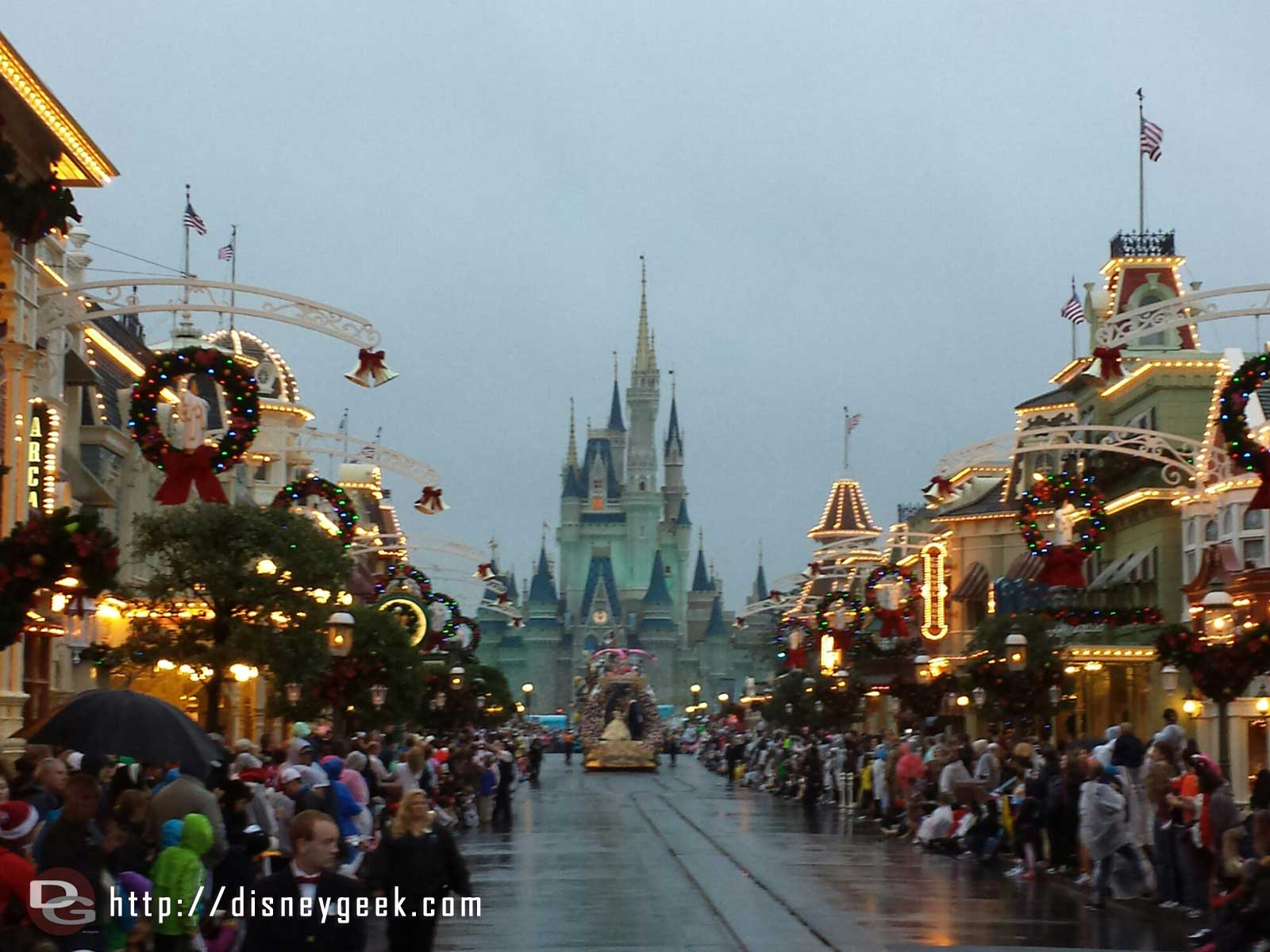 Festival of Fantasy arriving on a gloomy looking Main Street USA – #WDW