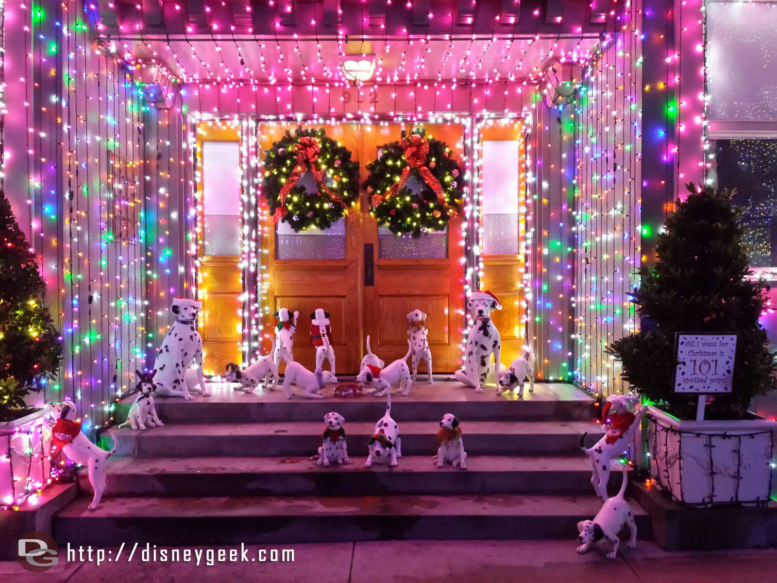 101 Dalmatian inspired doorway – Osborne Family Spectacle of Dancing Lights at Disney's Hollywood Studios